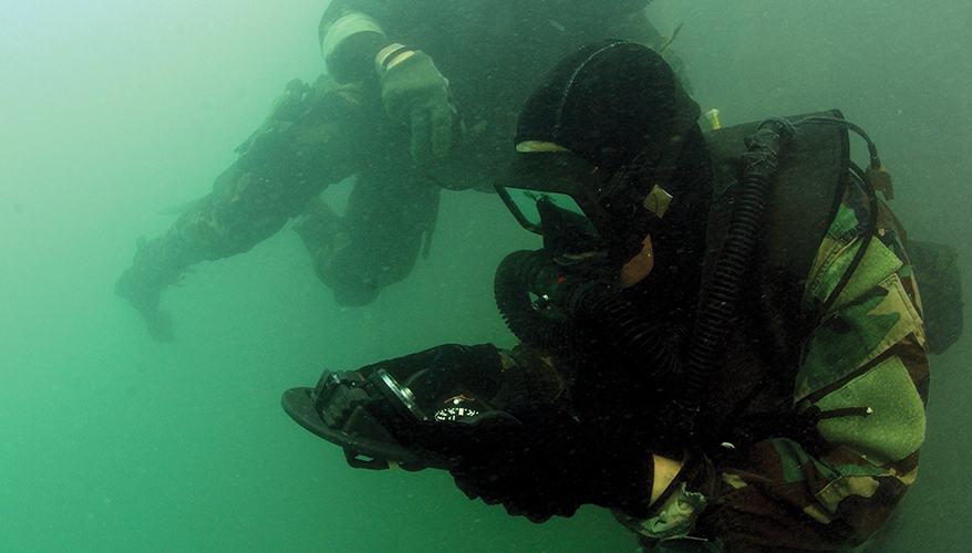 U.S. Navy Seals Figure with Accessories - Land & Water ...  |Navy Seals Emerging From Water